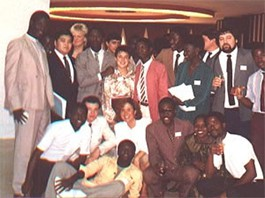 Mario Divo e amigos de vários países reunidos num encontro internacional em Abidjan, Costa do Marfim - 1985